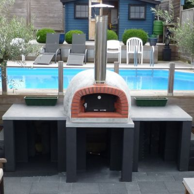 Calabrian_PoolPizzaOven.jpg